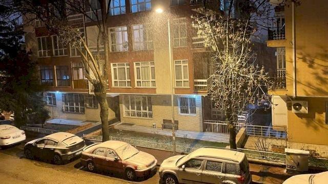 Ankara'da beklenen kar yağışı başladı